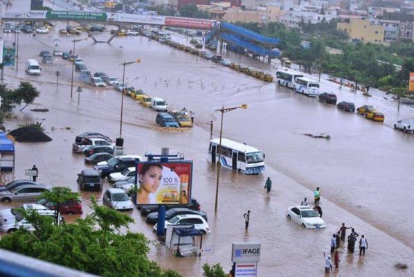 Pluies à Dakar: les routes encore inondées et la circulation bloquée