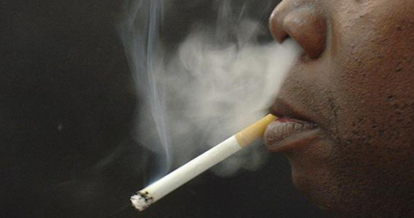 Application de la loi anti-tabac : Macky Sall interdit la cigarette au Palais