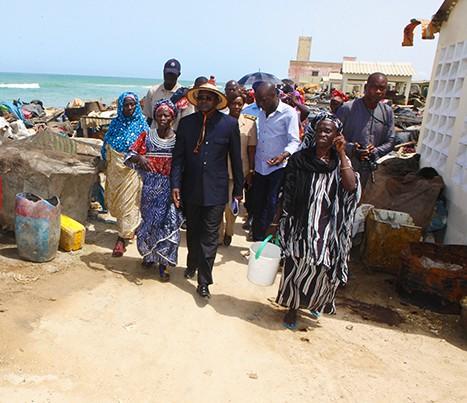 Saint-Louis : Grosse panique lors de la visite du ministre Oumar Guèye au quai de pêche de Guet-Ndar (Vidéo)
