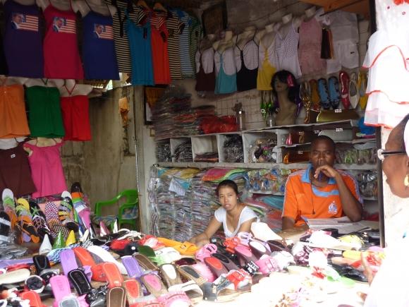 Castor : Une Chinoise en mode marchand ambulant