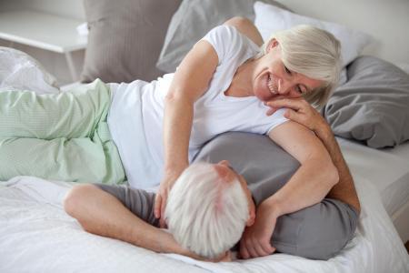 Le sexe, risque pour les hommes vieillissants mais … pour les femmes plus âgées