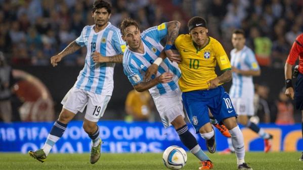 Neymar héros du Brésil, l'Argentine accrochée