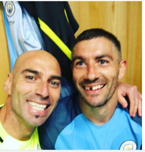 Man U-Man City : Kolarov a perdu une dent dans le derby !