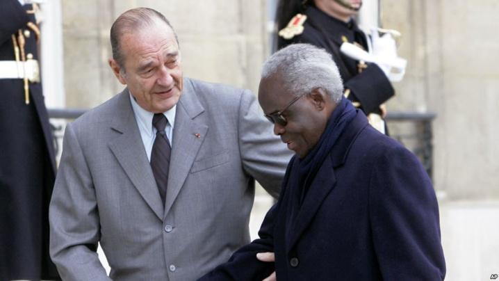 L'ex-président français Jacques Chirac hospitalisé pour une infection pulmonaire