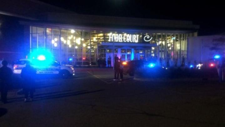 Capture d'une vidéo de la chaîne de télévision KSTP 5 montrant la police devant le centre commercial de St. Cloud où l'attaque a été perpétrée, samedi 17 septembre.