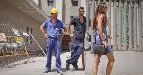 La patronne d'une entreprise de construction a trouvé le meilleur moyen du monde d'empêcher que ses employés aient un comportement sexiste et discourtois à l'égard des femmes