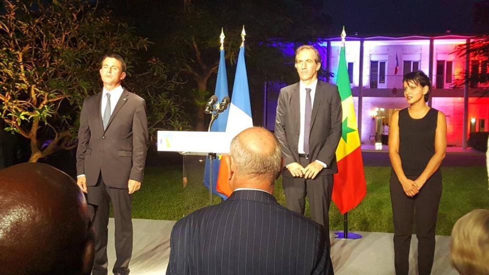 Agenda : Manuel Valls était à l'école franco-sénégalaise Dial Diop avant de rencontrer quelques compatriotes à la Résidence française