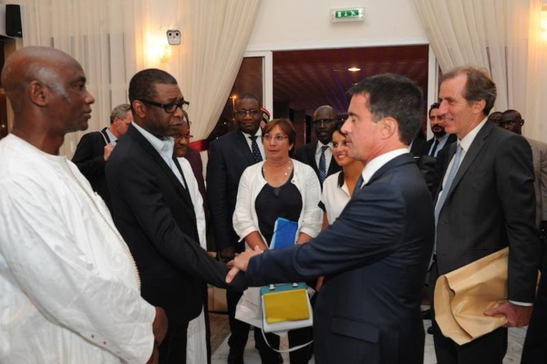 Youssou Ndour et le Premier Ministre Français Manuel Valls, vieux amis, que se sont-ils dit?