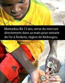[ ENQUETE ] SENEGAL - A Kedougou, les enfants versent du mercure dans leur main pour extraire de l'or