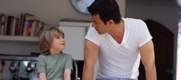 « Si mon fils a réagi avec empathie, c'est ma faute. C'est moi qui l'ai éduqué comme ça » : la lettre géniale d'un papa qui propose à la maîtresse... de faire une heure de colle à la place de son fils !