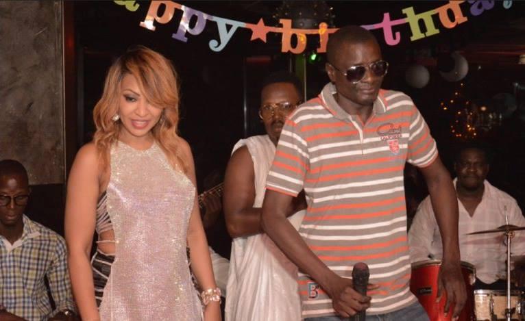Viviane sur scène avec Ablaye Mbaye