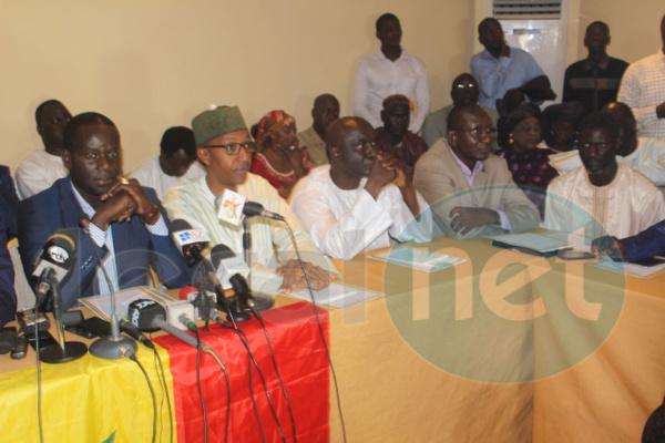 Malick Gakou, Oumar Sarr (PDS), Mamadou Diop Decroix (AJ PADS)et Déthié Fall (Rewmi) vont procéder à la déclaration de la marche de l'opposition du 14 octobre 2016 à la préfecture de Dakar.