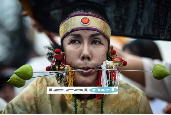 Vidéo:  : découvrez les extrêmes piercings jamais vus au festival végétarien de Pukhet