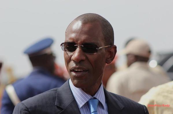 Suivez la suite de la visite du ministre de l'Intérieur français Monsieur Bernard Cazeneuve au camp Abdou Diassé direct sur Leral.net