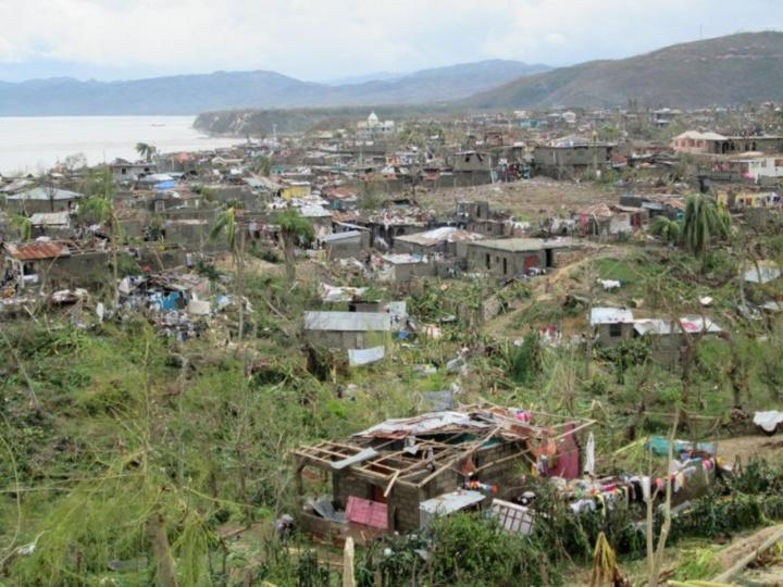 Quelle malédiction a frappé Haïti ? Après le récent ouragan Matthew, sans oublié le séisme de 2010, le pays fait face, de nouveau, à la menace du choléra