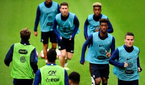 © AFP / Par Keyvan NARAGHI | L'équipe de France à l'entraînement à Amsterdam, le 9 octobre 2016 à la veille du match contre les Pays-Bas AMSTERDAM (AFP) -