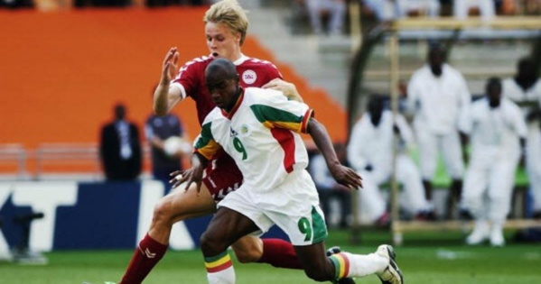 Souleymane Camara contre le Danemark en 2002.
