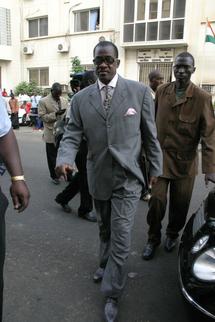 Le Sénégal menace la France de représailles judiciaires