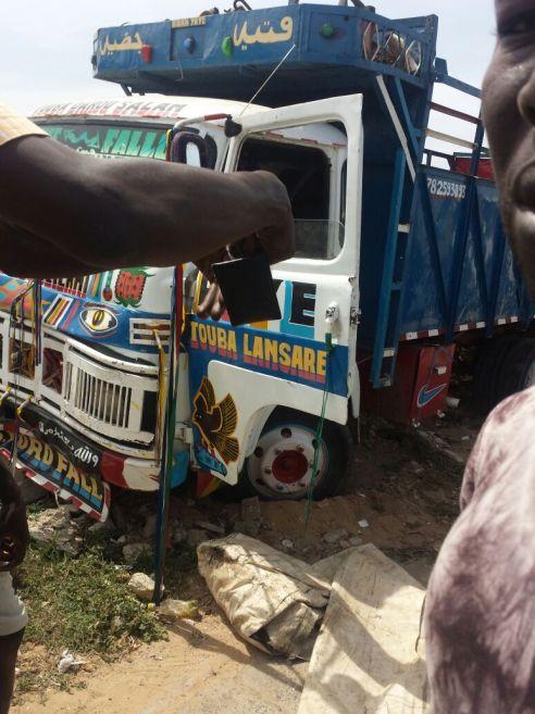 Un taximan écrasé par un camion à Yoff