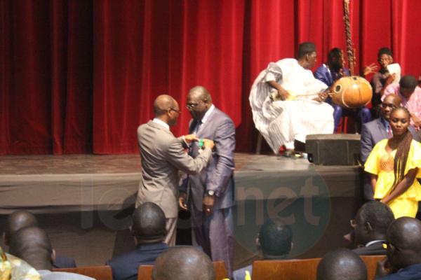 la cérémonie de remise de décorations aux agents nommés ou promus dans les ordres nationaux au titre de l'année 2016 du ministère des Finances