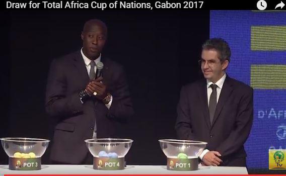 Khalilou Fadiga, finaliste de la CAN 2002 et quart de finaliste du Mondial 2002 guest star du tirage de la CAN 2017 en cours.