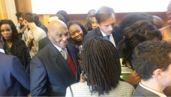 Abdoulaye Wade à l'amphithéâtre Emile Boutmy pour animer une conférence