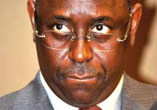 Macky Sall avait été surnommé par la presse sénégalaise Niangual (le renfrogné), là où Wade avait hérité de Guorgui et Idy de « Ndamal Kajor » ou « Mara ».