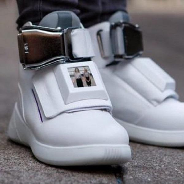 Découvrez la nouvelle paire de baskets composée de WIFI, un chargeur USB et plus: PHOTOS/ VIDÉO