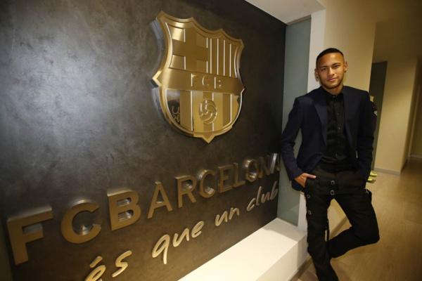 Engagé initialement jusqu'en 2018 avec le Barça, Neymar a prolongé son contrat jusqu'en 2021 a annoncé ce vendredi le club catalan.