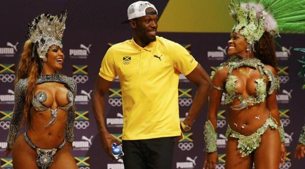 Usain Bolt fait le show avant d'entrer en piste à Rio lors des Jeux Olympiques de Rio.