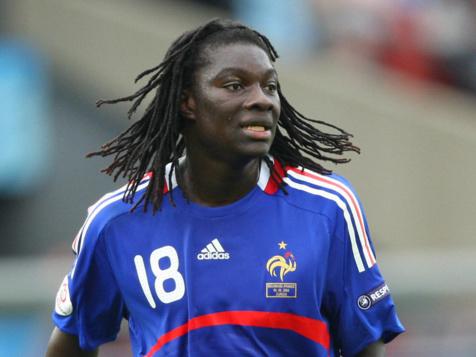 Comme Mbaye Niang, Bafetimbi Gomis a préféré porter le maillot griffé du Coq que celui du lion.