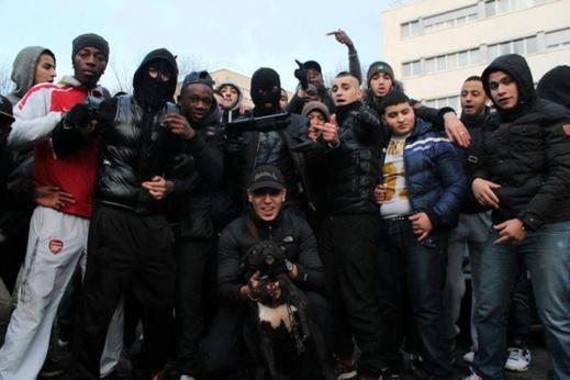 En France, les enfants issus de l'immigration sont-ils surreprésentés dans les prisons ? Dans le contexte de lutte antiterroriste, le sujet est encore plus délicat.