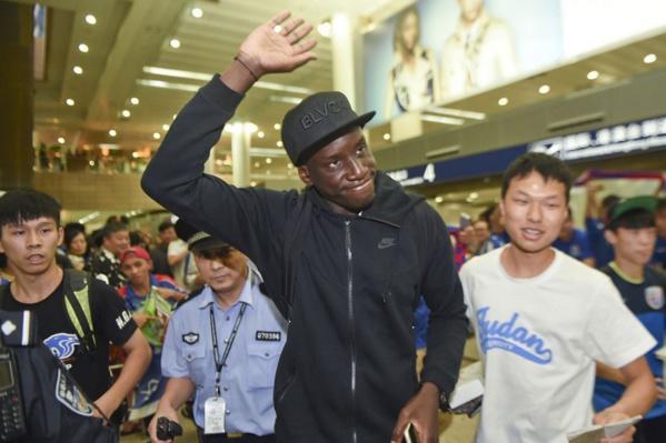Retour de Dem Ba acceulli comme un messi à Shanghai après sa terrible fracture du tibia