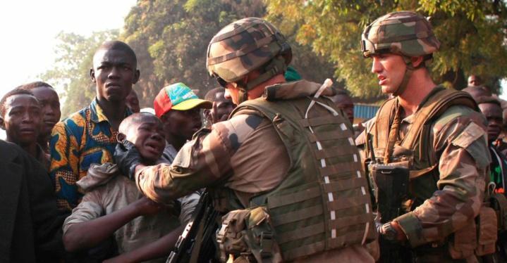 L'opération militaire française en Centrafrique, Sangaris, prend fin officiellement ce dimanche, avec le déplacement à Bangui du ministre de la Défense Jean-Yves le Drian.