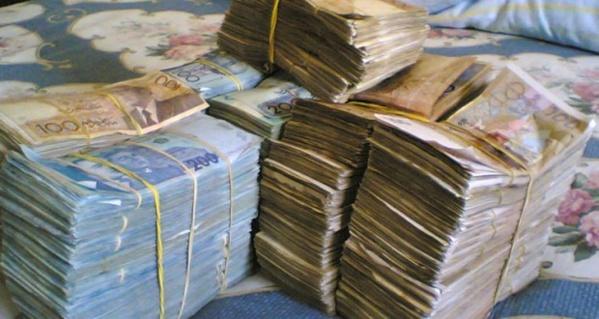 Vol au préjudice de son père : Le fils du cambiste, le demi-milliard volé, les filles gambiennes et Interpol