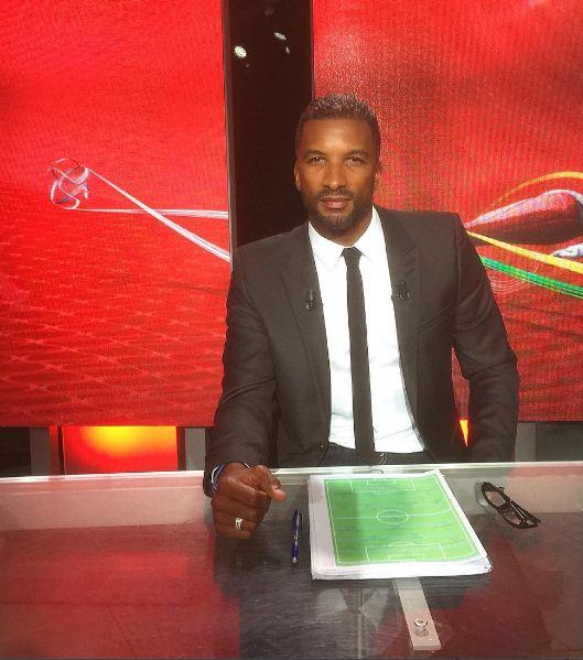 Habib Beye au travail comme consultant de foot