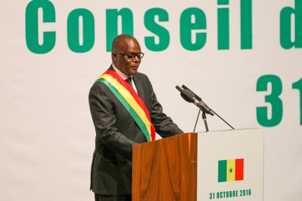 Ousmane Tanor Dieng est en train de lire son discours au centre Abdou Diouf de Diamniadio.
