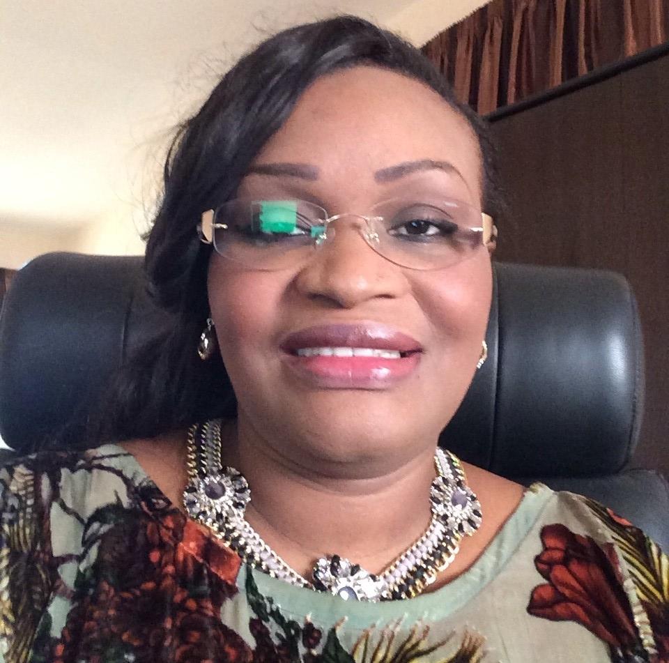 Fatou Tambédou, la belle ministre déchue en 7 clichés (regardez)