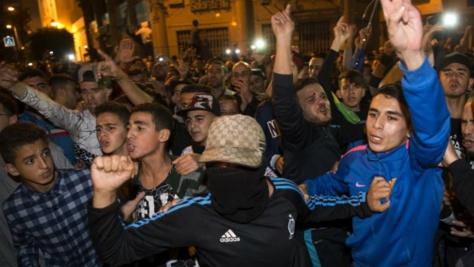 AFP | Manifestation dans la ville d'Al-Hoceima, dans le nord du Maroc, le 30 octobre, après la mort du vendeur de poissons Mouhcine Fikri.