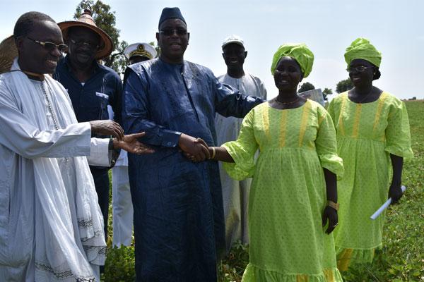 Macky Sall, lors de sa tournée économique dans le fond du Sénégal.