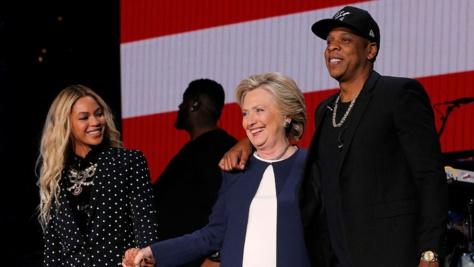 Beyoncé et Jay Z qui ont donné le coup d'envoi du week-end, dans un grand concert avec d'autres rappeurs à Cleveland, bastion démocrate de l'Ohio.
