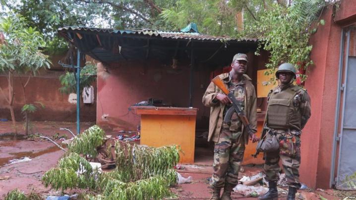 Des soldats de la Minusma après une attaque terroriste à l'hôtel Byblos, à Sevare, Mali, 11 août 2015. (Photo d'illustration)