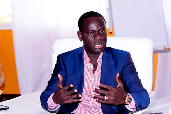 """Gakou raille Macky : """"le pays marche, accélère et va bientôt décoller, 'loolu sareetu jine la, ken xamul fumu jëm*"""""""