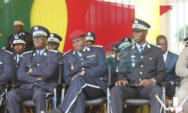la cérémonie de la présentation du drapeau de la 43éme promotion de l'école nationale de police