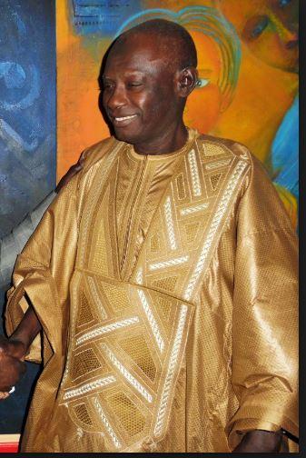 Issu d'une longue lignée de griots de l'ancienne région du Cap-Vert (actuelle région de Dakar), Ndiouga Dieng, né à Bargny dans le département de Rufisque, était électricien de formation.