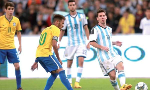 Les capitaines des deux équipes Neymar et Messi