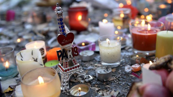 Paris: Un an aprés les attentats du 13 novembre, des lanternes et de l'émotion pour clôturer les commémorations