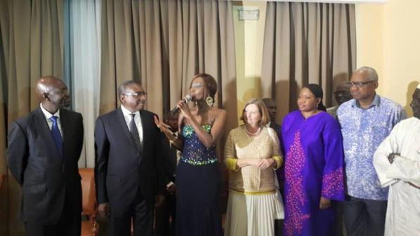 Showcase donné au profit du ministère de la Justice, Coumba Gawlo pose avec Fatou Bensouda et Sidiki Kaba.
