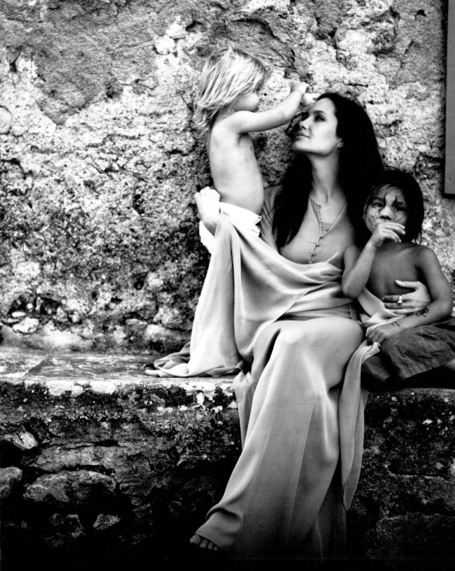 Angelina Jolie et ses enfants.