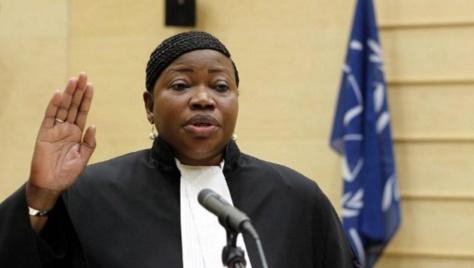 Fatou Bensouda lors de sa prestation de serment à la Cour pénale internationale de La Haye, le 15 juin 2012. © AFP/BAS CZERWINSKI/ANP